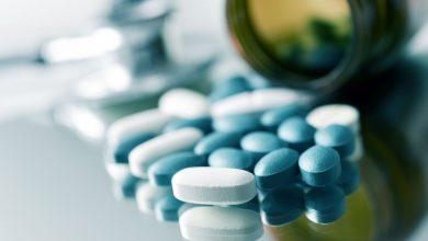 blaue und weiße Pillen (Symbolbild Viagra)