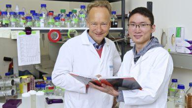 Prof. Dr. Marcus Groettrup und Dr. Jun Li, Foto: © Universität Konstanz