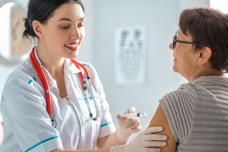 Influenzaimpfung zur Herzinfarktvorsorge: Impfung ähnlich effektiv wie Rauchstopp