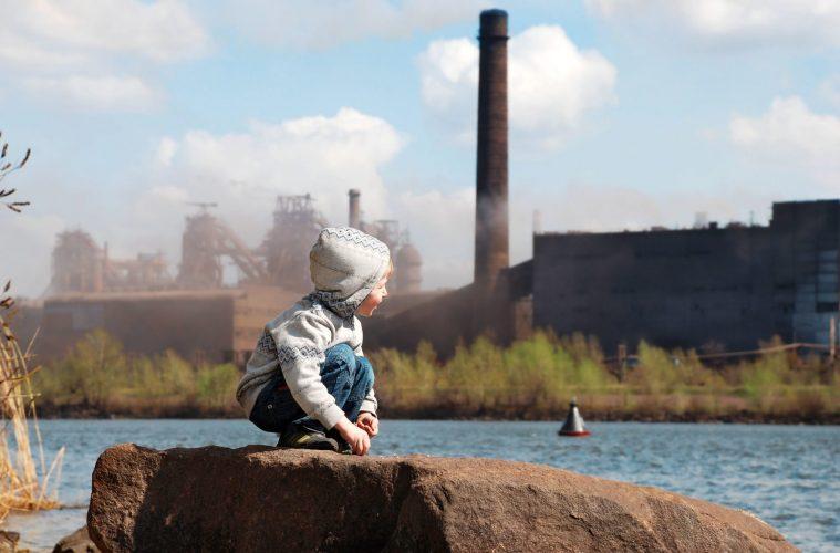 Tödlicher Qualm: Verpestete Luft setzt vor allem den Kleinsten zu